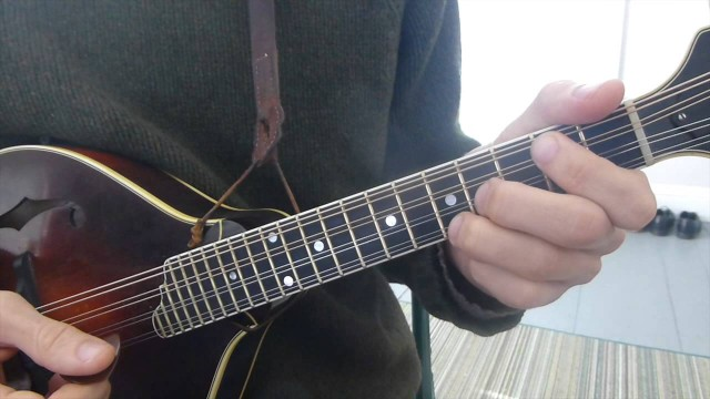 Learn Every Major and Minor Chord – Mandolin Lesson
